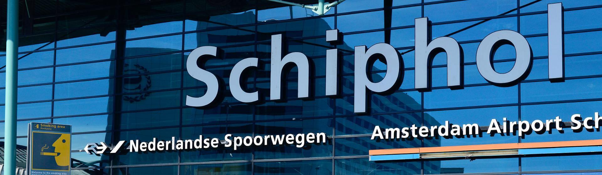 Vertraging op Schiphol door stroomstoring: waar heb je recht op?