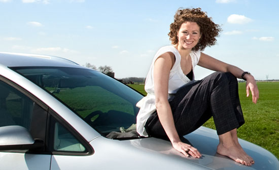 Autobezitter geeft hoge waardering voor goede voorwaarden en service bij autoverzekering
